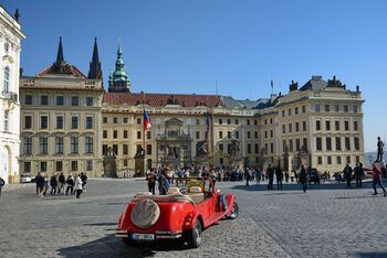 Автомобиль на Градчанской площади