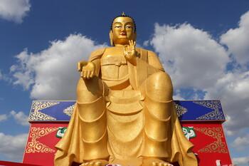 Самую большую в Европе статую Будды установили в Калмыкии