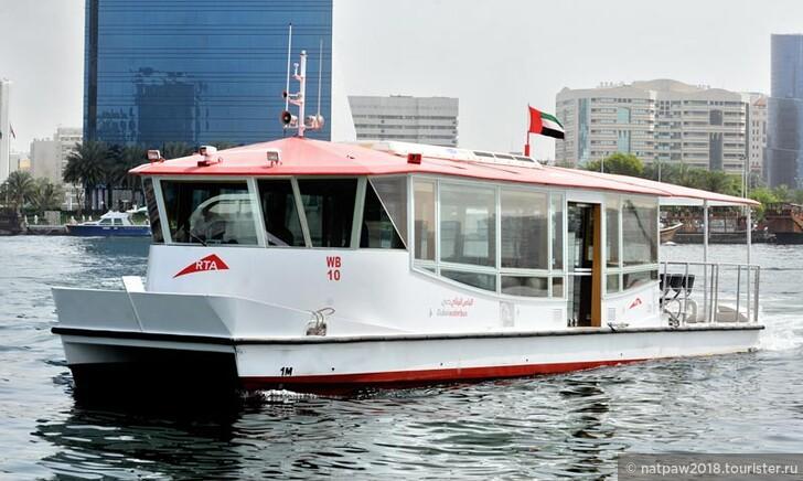 Один из видов водного автобуса.