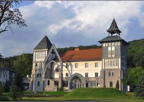 Здание библиотеки.