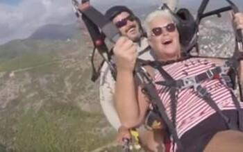 В Турции у парашюта с туристкой лопнули стропы (ВИДЕО)