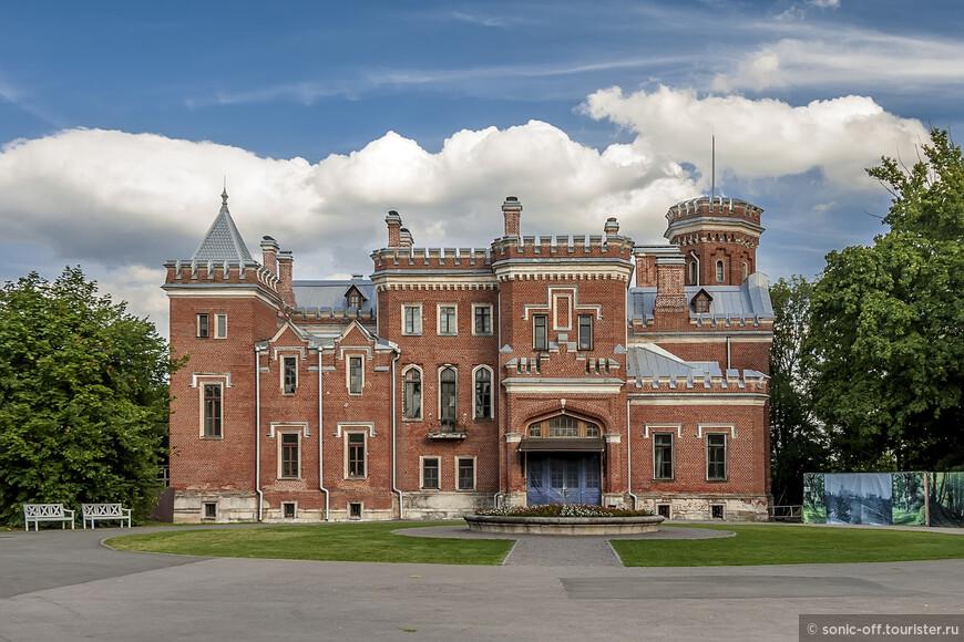 Строительство главного усадебного дома началось в 1883 году.