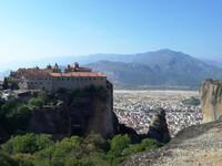 Метеоры и их православные монастыри - одно из самых красивых мест Греции.