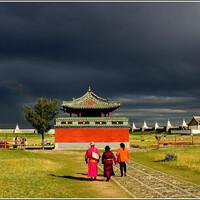 Когда-то можно было сказать: «Монголия – буддийская страна», и эта фраза давала исчерпывающую характеристику религиозной жизни страны. Современная Монголия – тоже буддийская страна, но это уже не тот буддизм и не та страна.