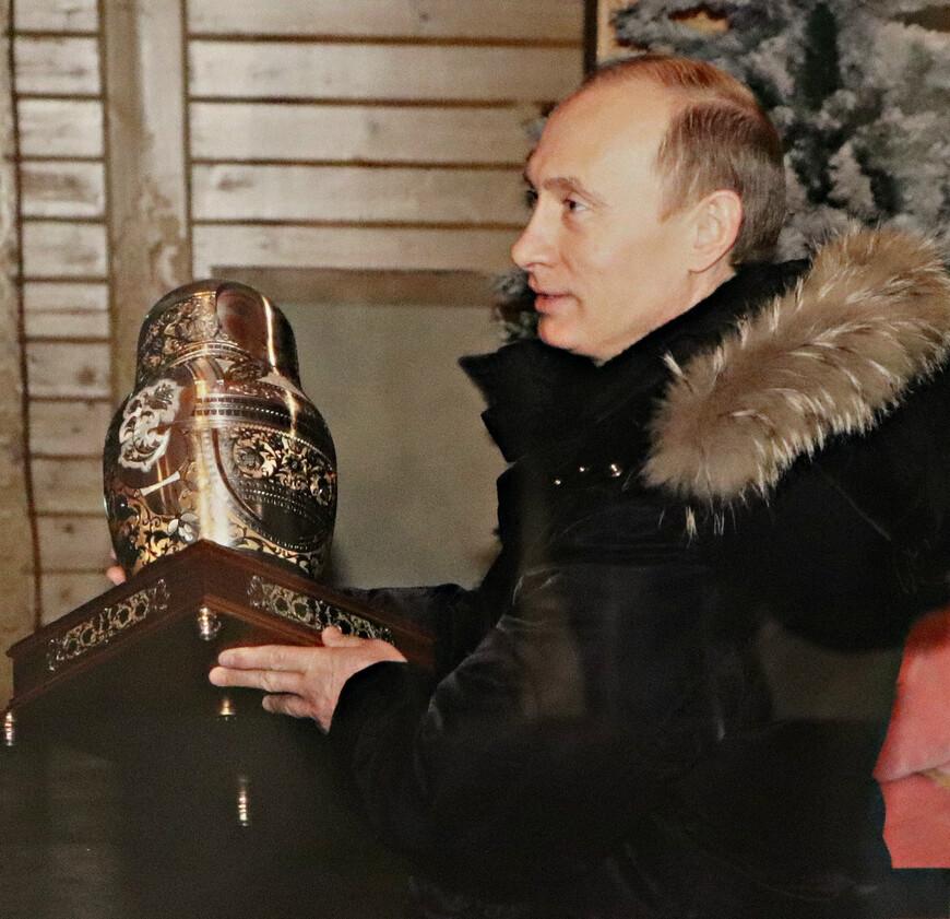 И когда Вологодскую область посещают достойные люди, местные власти знают, что им подарить.