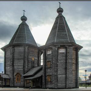 Основной храм подворья освящен в честь преподобного Феодорита Кольского.
