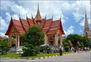 В Таиланде курс бата вырос, а число туристов упало