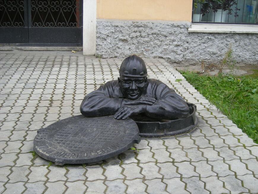 Памятник сантехнику «Афанасий» в Екатеринбурге