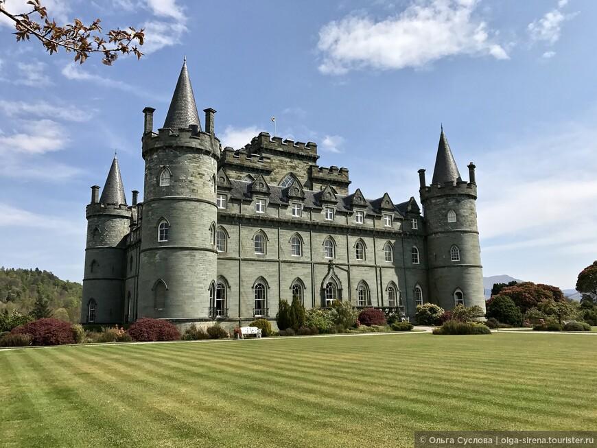Это не открытка, это реальная фотография замка Инверари, сделанная мной солнечным днем