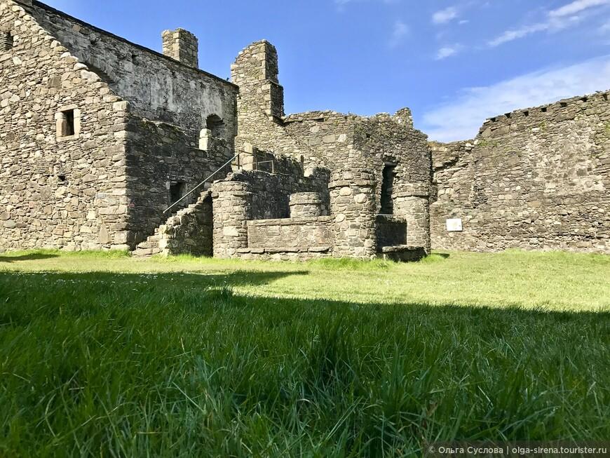 Внутренняя территории замка Данстаффнейдж