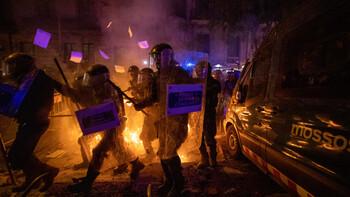 Около 80 человек пострадали в ходе протестов в Барселоне
