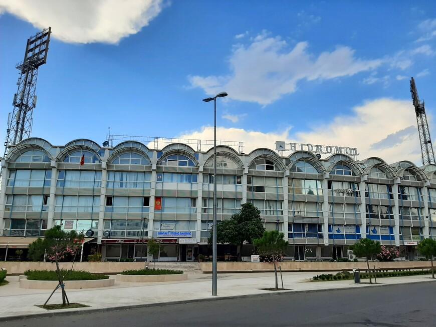 """Центральный стадион """"Подгорица"""". От него нужно свернуть на север на север, к подножию холма Горица.( Идём к важной достопримечательности!)"""