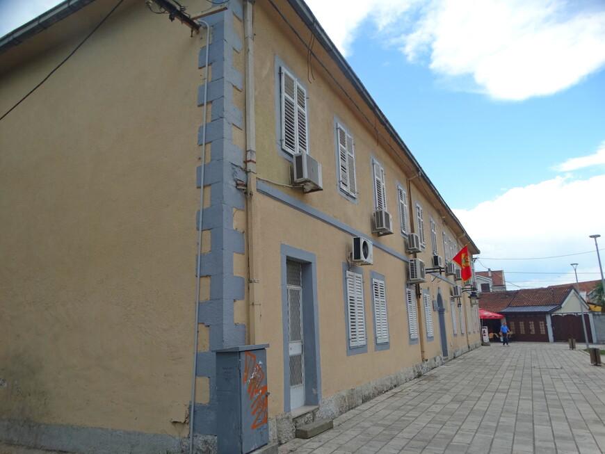 В районе Стара Варош сосредоточено большинство культурных центров города. Помимо нескольких небольших галерей здесь располагается городской исторический музей Подгорицы.