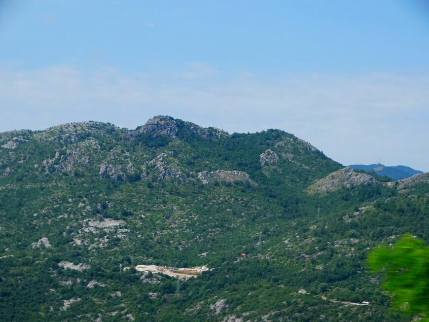 Почти вся страна лежит на Динарском нагорье. Горная местность здесь удивительна по своей красоте и разнообразию.