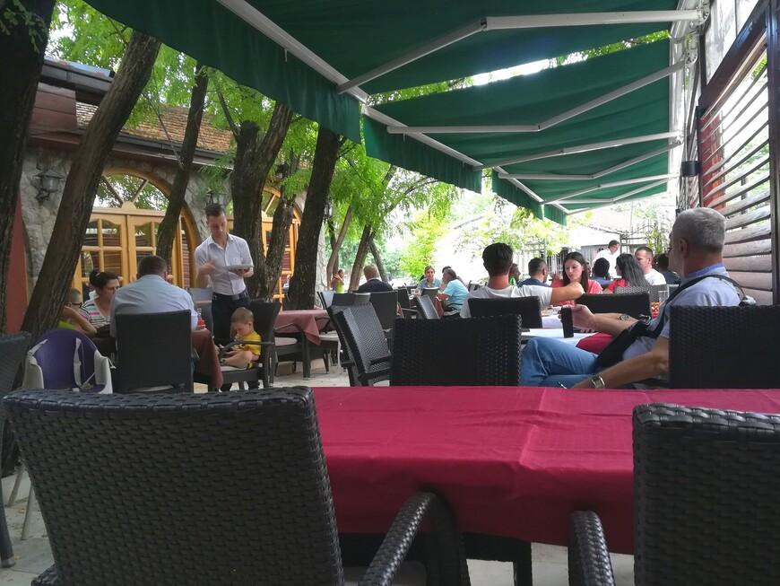 В историческом квартале много ресторанов, кафе, баров, пиццерий и закусочных.  На любой вкус.