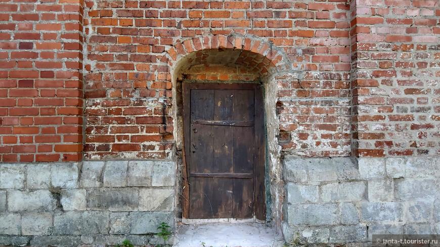 Люблю старинные двери - порталы в другой мир