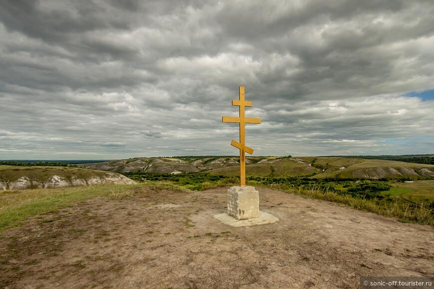 Поклонный крест на вершине горы «Голгофа»