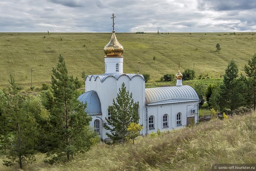 Церковь Иконы Божией Матери Взыскание Погибших в Костомаровском Спасском монастыре возведён в 2000-х для совершения богослужений в зимнее время.