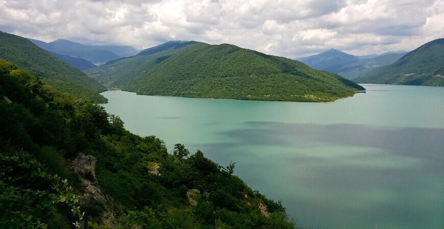 Жинвальское водохранилище в Грузии