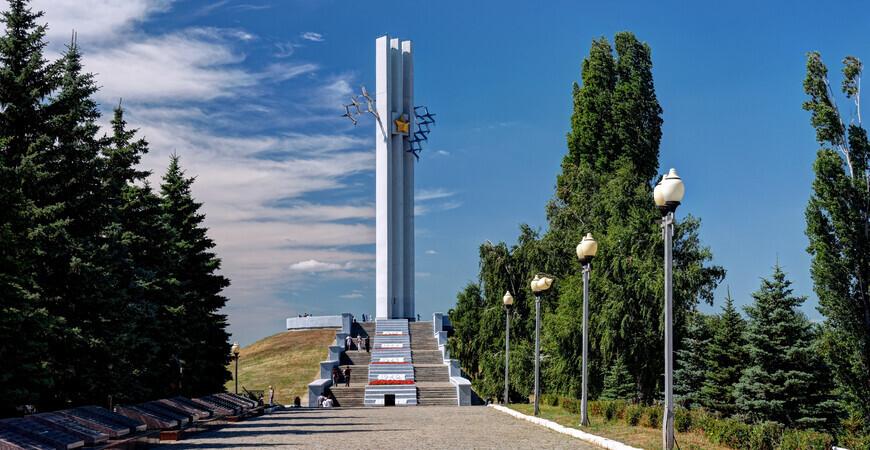 Мемориал «Журавли» в Саратове