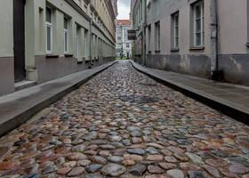 Узкие брусчатые улицы манили меня в центр Старого Города
