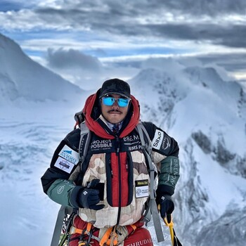 Непальский альпинист покорил 14 высочайших вершин мира за полгода