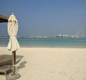 В ОАЭ бушует шторм, есть погибшие, пляжи закрыты
