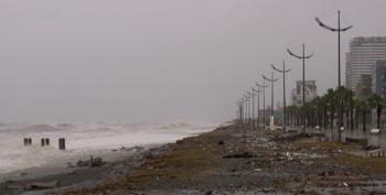 На Батуми обрушился сильный шторм, затоплены отели