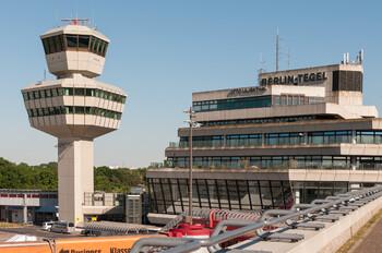Туристов предупреждают о задержках на контроле в аэропортах Берлина