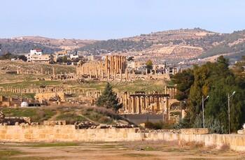 В Иордании преступник с ножом напал на туристов: семь человек ранены
