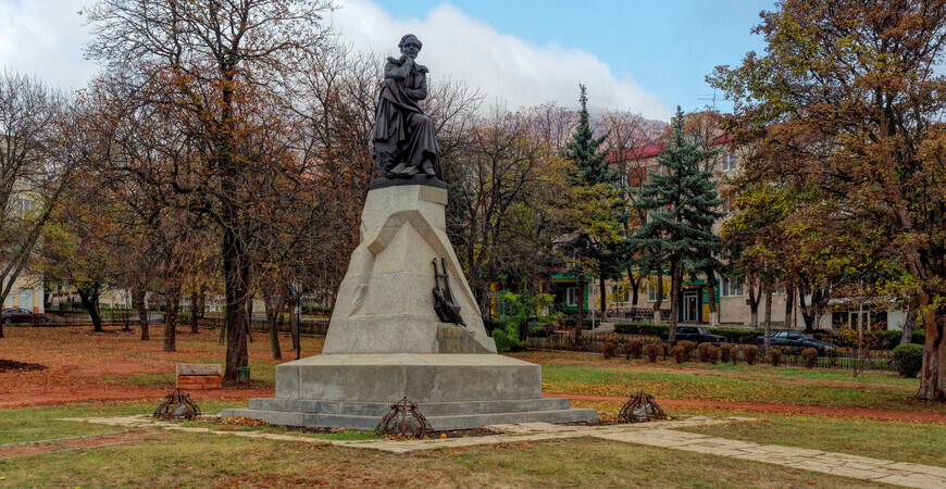 Памятник Лермонтову<br/> в Пятигорске