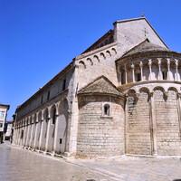 Фасад средневековой церкви святого Хризогона в Задаре