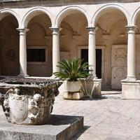 Внутренний дворик монастыря в Задаре