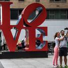 Памятник LOVE в Нью-Йорке