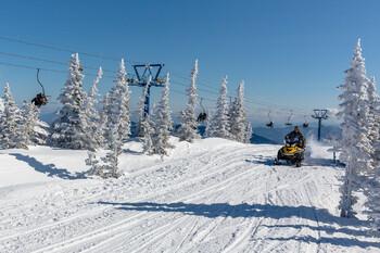 В Шерегеше туристам без лыжного снаряжения запретили пользоваться подъемниками