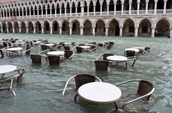 Венеция закрыта для круизных лайнеров из-за наводнения