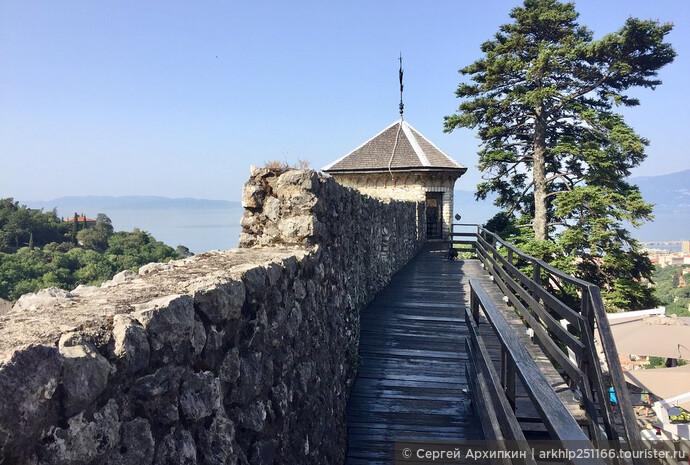 Крепостные стены замка Трсат