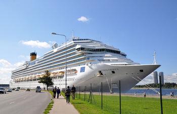 Круизный лайнер в порту Риги