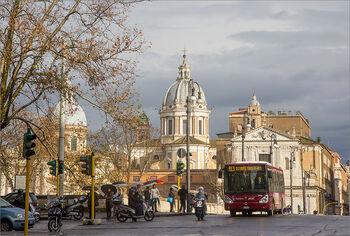 Уличное движение в Риме