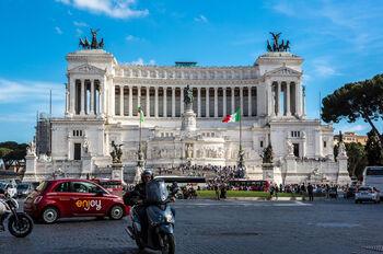Мотоцикл на площади Венеции