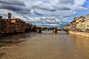 В Тоскане объявлен режим ЧП из-за угрозы наводнения