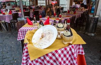 Вино в ресторане Рима