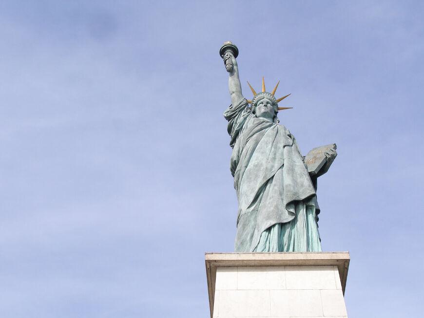 Когда в Америке установили Статую Свободы?