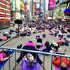 Массовая йога на Таймс Сквер. Сфотографировано прямо во время экскурсии