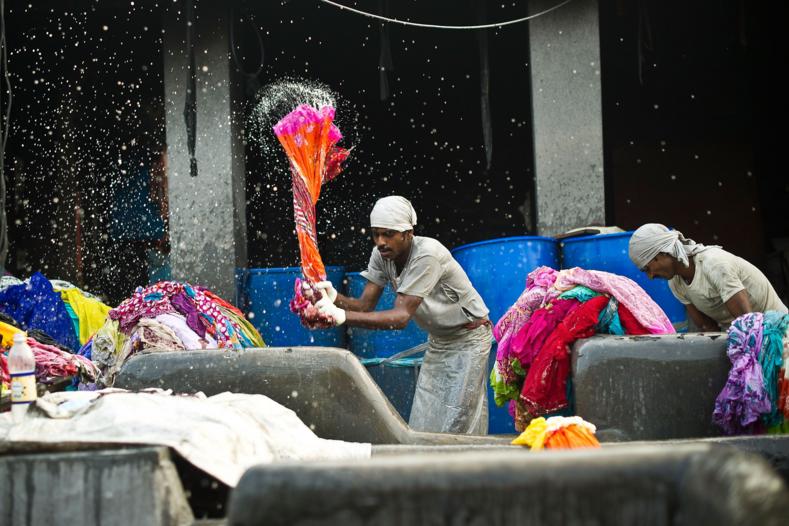 Тяжелая жизнь и работа на износ: фото самой большой прачечной в Индии, где трудится каста неприкасаемых