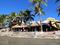 Пляж у территории одного из отелей