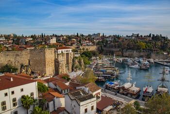 Анталия впервые в истории приняла более 15 млн иностранных туристов