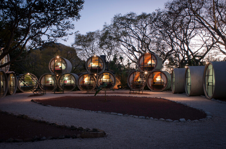 Подземные шахты и бывшая тюрьма: топ-10 самых необычных хостелов со всего мира