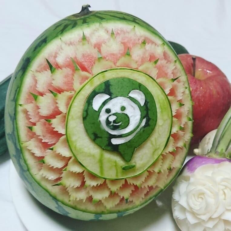 Японский мастер Гаку вырезает головокружительные узоры на фруктах и овощах с помощью техники мукимоно (вряд ли у вас получится повторить этот трюк)