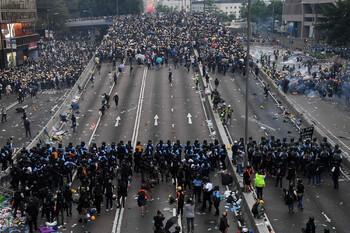 Туристов предупреждают об очередных протестах в Гонконге